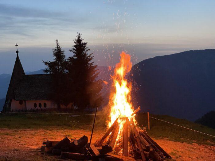 Sonnwendfeuer in der Ferienregion Hohe Salve in den Kitzbüheler Alpen
